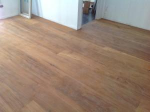 จำหน่ายไม้พื้นรางลิ้นและรับปูขัดทาทำสีไม้พื้นจังหวัดเลย (10)