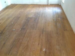 จำหน่ายไม้พื้นรางลิ้นและรับปูขัดทาทำสีไม้พื้นจังหวัดเลย (13)