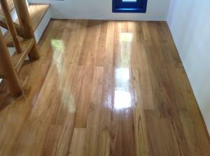 จำหน่ายไม้พื้นรางลิ้นและรับปูขัดทาทำสีไม้พื้นจังหวัดเลย (22)