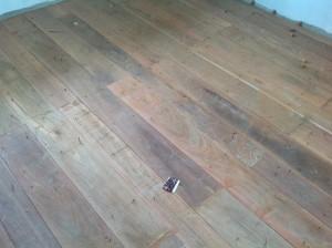 จำหน่ายไม้พื้นรางลิ้นและรับปูขัดทาทำสีไม้พื้นจังหวัดเลย (27)