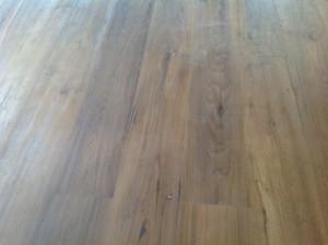 จำหน่ายไม้พื้นรางลิ้นและรับปูขัดทาทำสีไม้พื้นจังหวัดเลย (9)